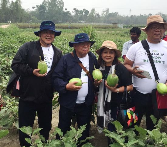 Filipino farmer leaders learn from Bt brinjal farmers in Bangladesh