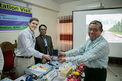 US Ambassador to Bangladesh tours Bt brinjal field